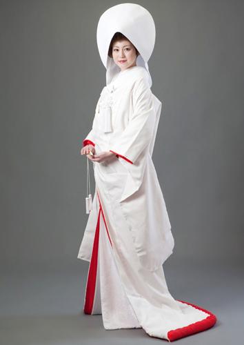 前撮りの白無垢衣装