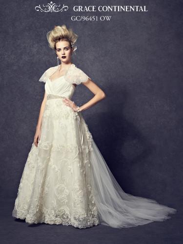グレースコンチネンタルの新作ドレスのフロント