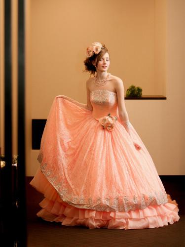 サーモンピンクのエミタケイのカラードレス
