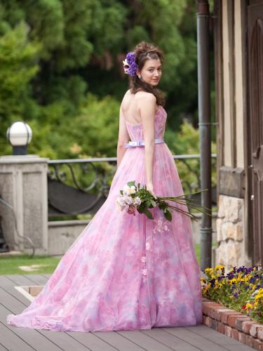 アレッサのピンクのカラードレス
